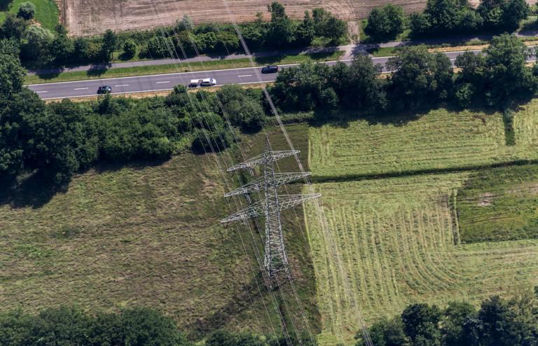 Expert: National transmission network could slash CO2 at modest costs